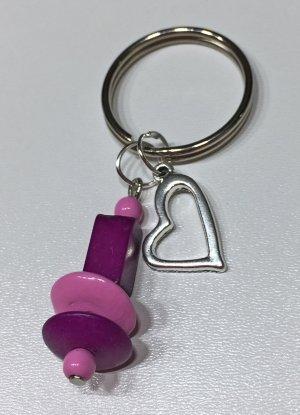 Schlüsselanhänger mit lila-violetten Perlen und einem Herz-Anhänger