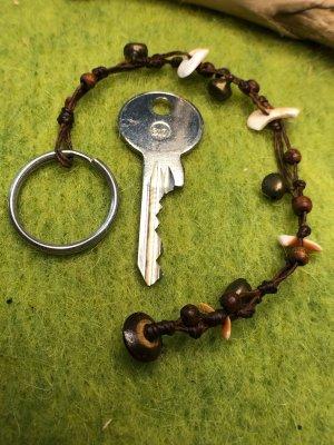 Schlüsselanhänger Muschelsplitter Glöckchen Mini Holzperlen gewachste Baumwolle 18,5cm
