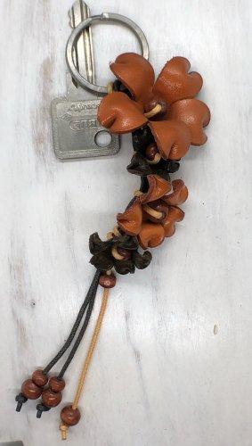 Schlüsselanhänger Taschenschmuck Leder 4 Blüten rostrot 17 cm