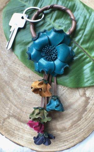 Schlüsselanhänger Taschenschmuck Leder Blume 6 cm petrol 20 cm Länge