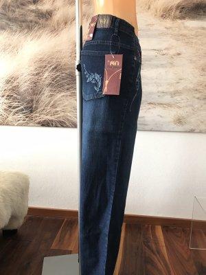 SCHLUSSVERKAUF!!! * Blaue Jeans mit hellblauer Stickerei * florales Muster * Neu mit Etikett * 50/52