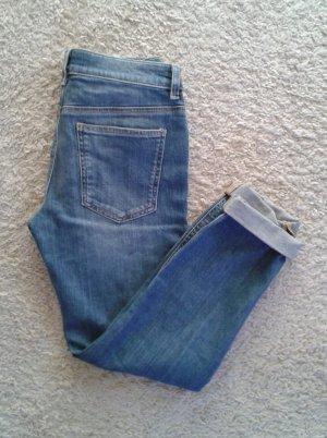 Schmal geschnittene Boyfriend-Jeans von Asos 26/30