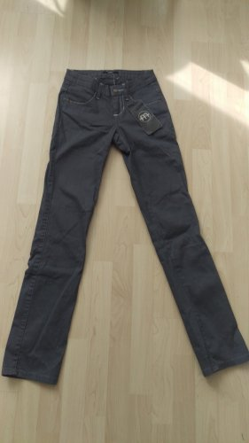 Schmall geschnittene Hose in grau von Melrose