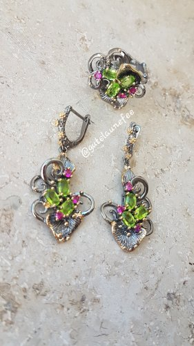 Schmeckt Ohrringe & Ring mit grünen & rosa Zirkonia Vintage