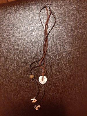 Collier de coquillages marron clair-crème