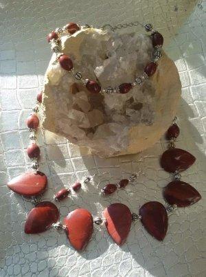 Colliers ras du cou rouge foncé-rouille