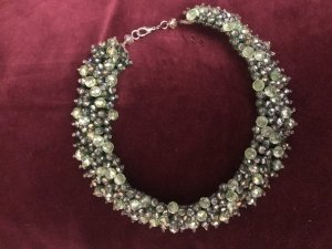 Collier de perles vert foncé