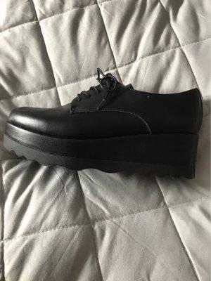 Schnür-Schuhe mit Plateau