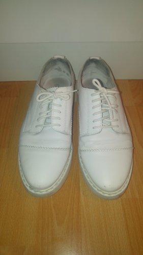 Schnürschuhe in weiß, Größe 38, Marke Kiomi.