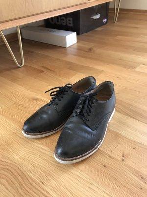 Akira Lace Shoes black