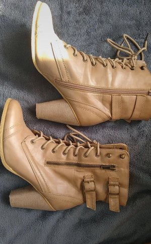 Lace-up Booties beige