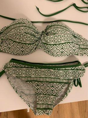Schön geschnittener Bikini mit verstellbaren Trägern