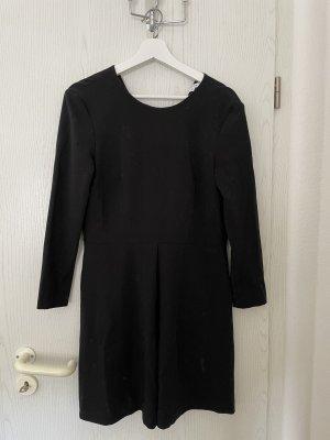 Schön geschnittenes Kleid