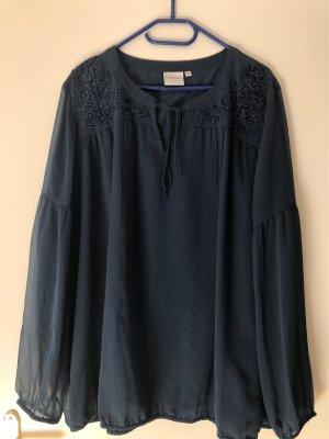 Schöne blaue Bluse mit toller Verzierung