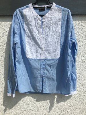 Schöne Bluse in hellblau und weiß