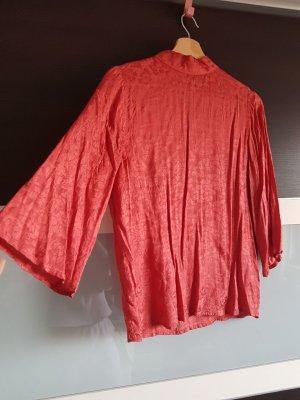 Schöne Bluse mit Jacquardmuster von Gina Tricot, Größe 34