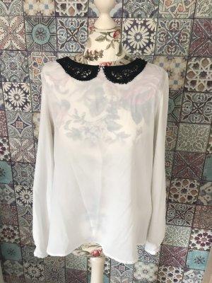 Schöne Bluse mit Spitzenkragen in 42 von Reserved