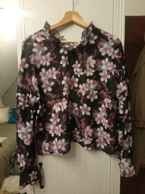 Schöne Bluse mit Volant Kragen
