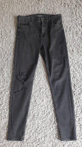 Schöne Destroyed, Skinny Jeans von Bershka
