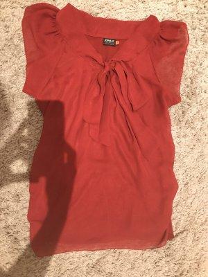 Schöne dunkelrote T-Shirtbluse