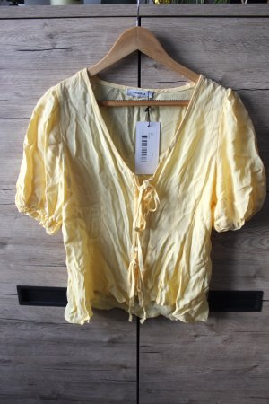 Schöne gelbe Bluse