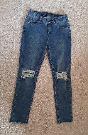 Schöne gerissene Jeanshose