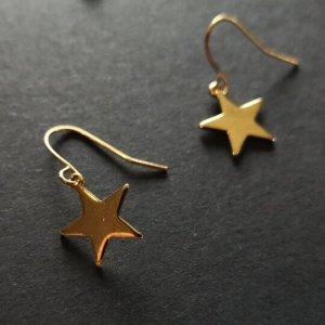 Schöne goldfarbene Ohrringe, Ohrstecker ,sehn wirklich schön aus am Ohr.... Stern Look