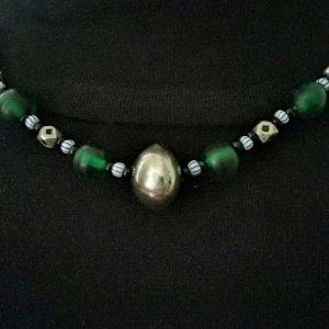Schöne grün-silberne Kette mit echten Sillberelementen Ethno-Stil