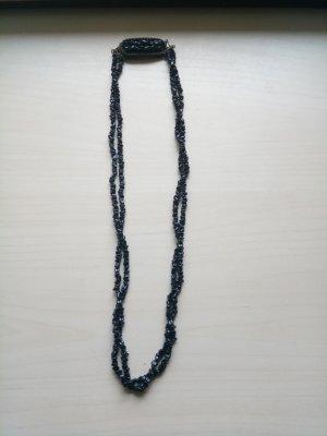 Schöne Halskette in schwarz