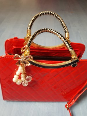 schöne Handtasche neuwertig rot