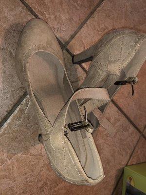 Schoene hohe Highheels in beige mit Riemen in 38