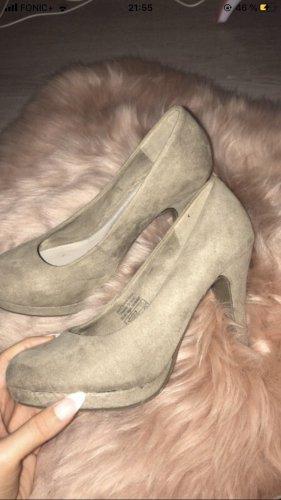 Schöne hohe Schuhe
