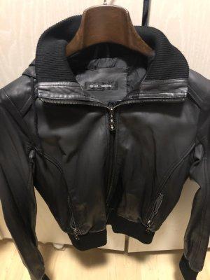 Schöne Jacke aus Kunstleder