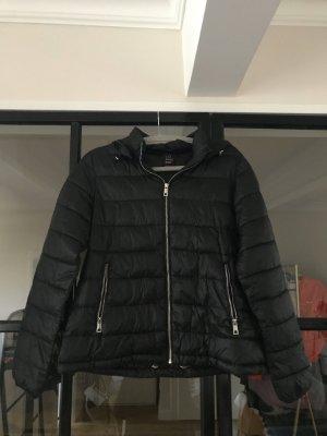 Schöne Jacke von Zara Trafaluc.
