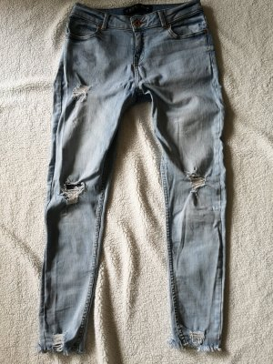 Schöne Jeans mit Löchern