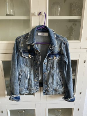 Schöne Jeansjacke von Zara in Größe S abzugeben