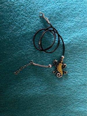 Schoene Kette mit gelb/schwarzem Salamander