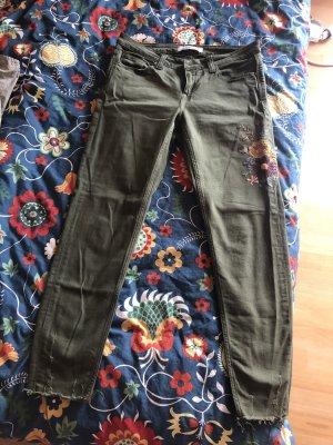 Schöne, Khaki-Farbene Hose mit Stickereien