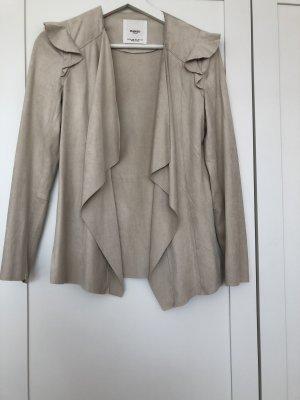 Schöne kurze dünne Jacke