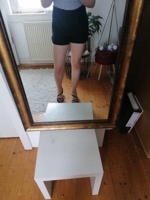 Schöne kurze Hose