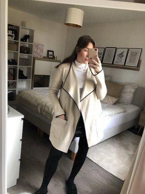 Schöne massive Strickjacke von Zara