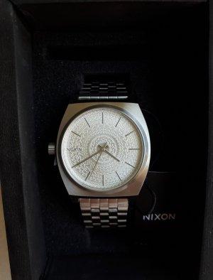 Nixon Reloj con pulsera metálica color plata