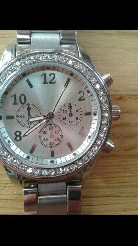 Schöne, neue silberne Uhr