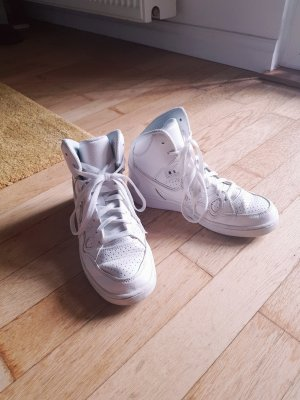 schöne Nike Sneaker