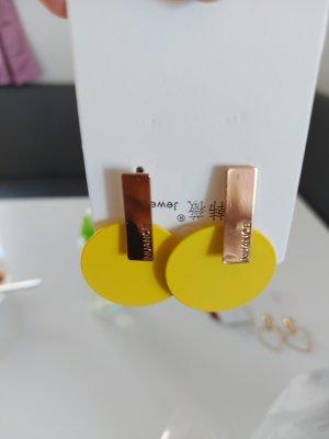 Schöne Ohrringe in Gelb Gold Neu