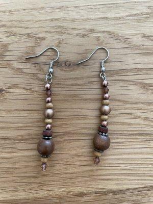 Schöne Perlenohrringe in Brauntönen