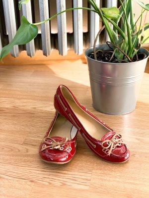 Schöne rote Ballerinas mit süßer Schleife aus Lederimitat