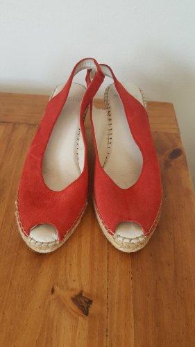 Schöne rote Sandalen