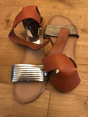 Mango Romeinse sandalen cognac-goud