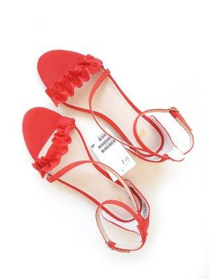 Schöne Sandalen in rot